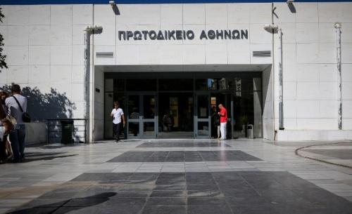Επίθεση αντιεξουσιαστών σε αστυνομικούς στο Πρωτοδικείο Αθηνών