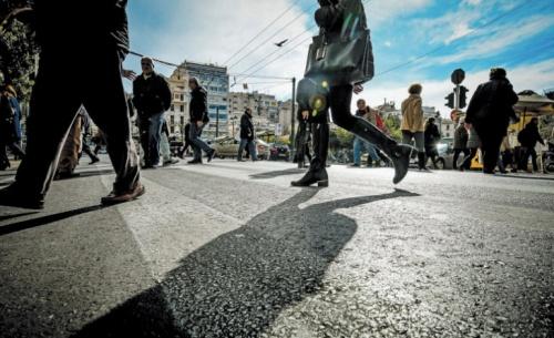 Καταρρέει η μεσαία τάξη στην Ελλάδα